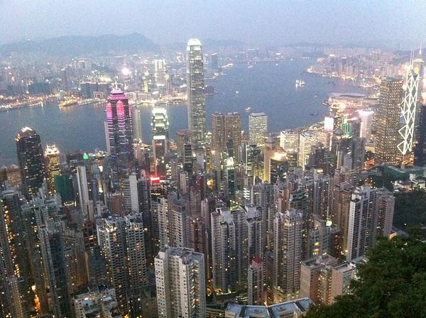 Le soir la ville brille de partout !