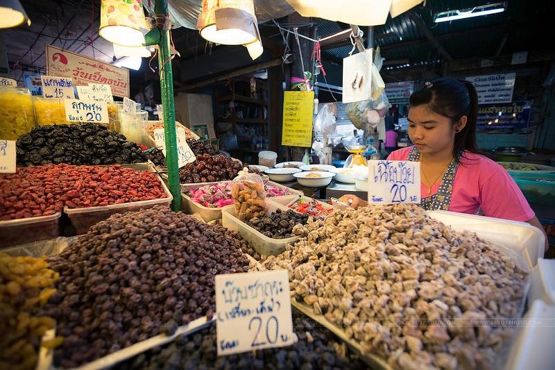La vendeuse de fruits séchés.