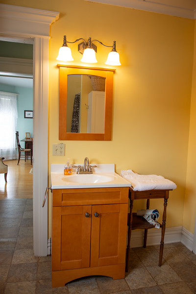 Applewood Suite bathroom