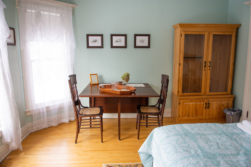 Applewood Suite with the Drop leaf table open.