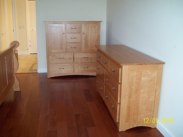 Chest of Drawers & Dresser - Natural Cherry