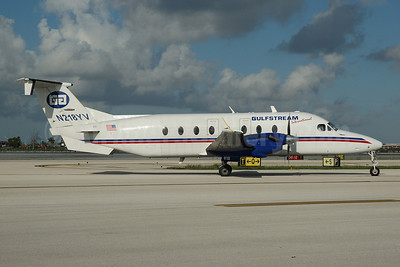 Gulfstream International Airlines Beechcraft (Raytheon) 1900D N218YV (msn UE-218) MIA (Bruce Drum). Image: 100565.