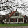 BP-GM003  Hoofdstraat 319  - Boerderij van W.J.M. van Rijn <br /> <br /> Deze boerderij dateert van vóór 1800 en ligt, omringd door open percelen weidegrond, ver van de Hoofdstraat af. Het bestaat uit een hoofdgebouw waarvan het woonhuis wit gepleisterd is. Het zadeldak is gedekt met rode, verbeterde Hollandse pannen. In de kopse kant van het huis zijn drie vensters in T-vorm geplaatst (vanaf ca. 1875 in gebruik gekomen). Het vierde venster ligt boven het middelste venster van de begane grond.  <br /> <br /> Meer informatie is te vinden in 'Monumenten in Sassenheim', een uitgave van de Stichting Oud Sassenheim.<br /> *) In 2014 is de status Gemeentelijk Monument vervallen.