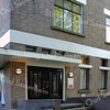 BP025  Wilhelminalaan 5 - v/m bank ABN AMRO   <br /> <br /> Dit pand is in 1932 gebouwd als bank, kantoor en woonhuis. Er zijn invloeden te herkennen van de Delftse School. Er is voor dit pand gele baksteen gebruikt dat in kettingverband is gemetseld. Er zijn betonnen lateien gebruikt in de muuropeningen om de bovenlichten van de onderramen te scheiden en voor de luifel boven de entree. In de top van de gevel en op de dekplaten is hardsteen toegepast. <br /> <br /> Meer informatie is te vinden in 'Monumenten in Sassenheim', een uitgave van de Stichting Oud Sassenheim.