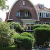 BP024  Menneweg 3 t/m 7<br /> <br /> Deze drie panden in een bijzondere vorm zijn in 1928 gebouwd door de Gebr. van Breda. Het geheel bestaat uit drie woningen, waarvan de nummers 3 en 7 elkaars spiegelbeeld zijn. Het huis nummer 5 in het midden ligt iets naar achteren. Het heeft een schilddak met dakkapel en is met rode tuiles-de-nord gedekt.<br /> <br /> Meer informatie is te vinden in 'Monumenten in Sassenheim', een uitgave van de Stichting Oud Sassenheim.