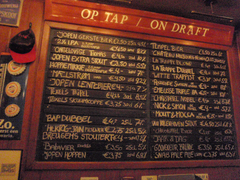 De Wildeman was closed on Sunday so I made my way to D'Arendsnest where they only serve Dutch beer, lots to choose from on tap here