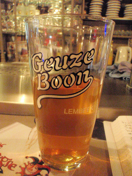 I hadn't had a Boon Gueuze in a long time, this is a 2 year old unblended limbic on tap which is why it's flat. Definitely yummy