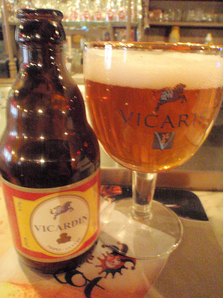 gueuze triple blend, this partnership is not together anymore; too bad 'cause it's tasty. Now Vicarus will be blending with Boon. yay