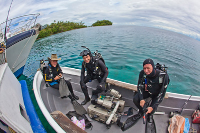 Charlie Veron with Tristan Bayer and Dave Hannan in Papua New Guinea