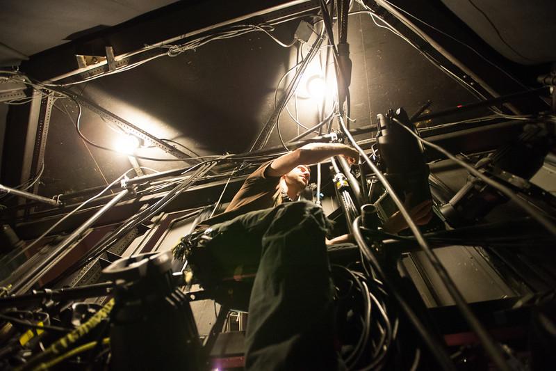 The Oregon Shakespeare Festival. 2015. Chris Koncillia strikes lights in the bowmer. Photo: Jenny Graham.