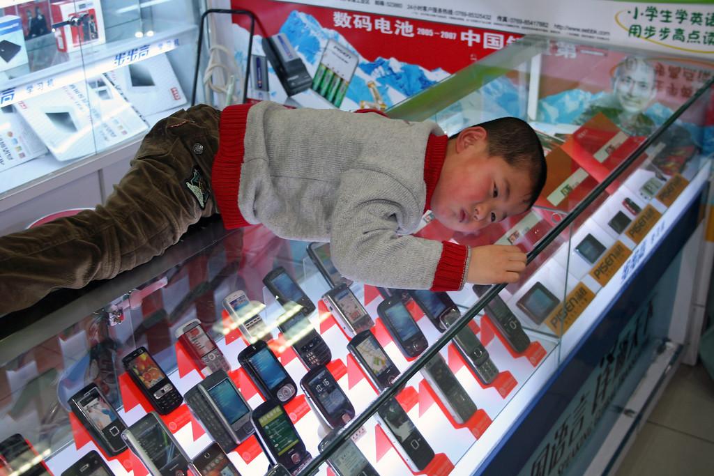 How to buy a mobile phone in Zhonguancun, electronics city Beijing. © Lewis Sandler Beijing Video Studio