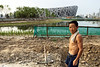 Ouvrier sur le chantier du grand stade de Pékin construit pour les jeux olympiques de 2008. Beijing/Chine