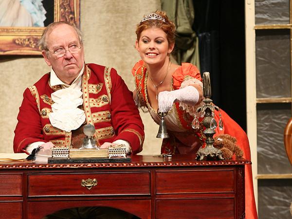 Duetto <i> I finita, Don Pasquale... Don Pasquale:</i> Francois Loup, <i>Norina: </i>Meghan McCall.