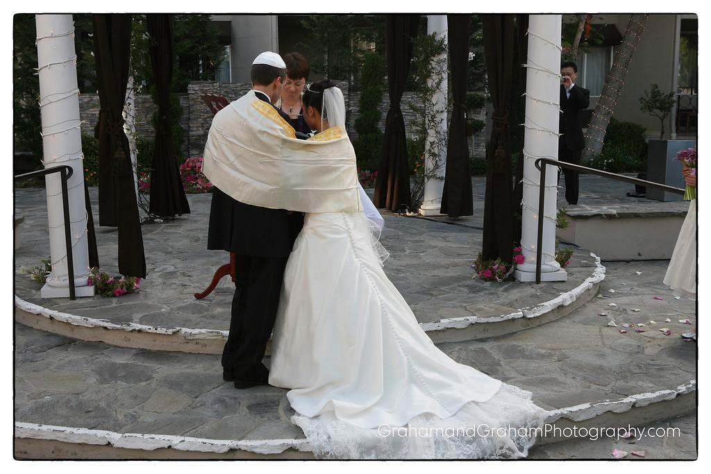 Wedding in the courtyard at the Manhattan Beach Belamar Hotel