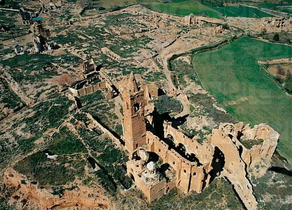 I have wanted to visit Belchite for years,and now the job has been done..this is an aerial view of what is left.