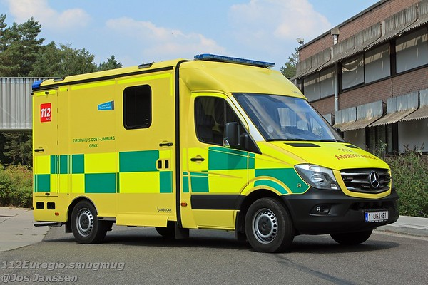 Ambulance Z.O.L. Campus St. Jan Genk Mercedes Sprinter 319CDi NCV3.1 Ambucar - System Strobel, 2018 <br /> In dienst: 07-2018<br /> Eerste ambulance in Belgisch Limburg die voorzien is van een volledig elektrische brancard.