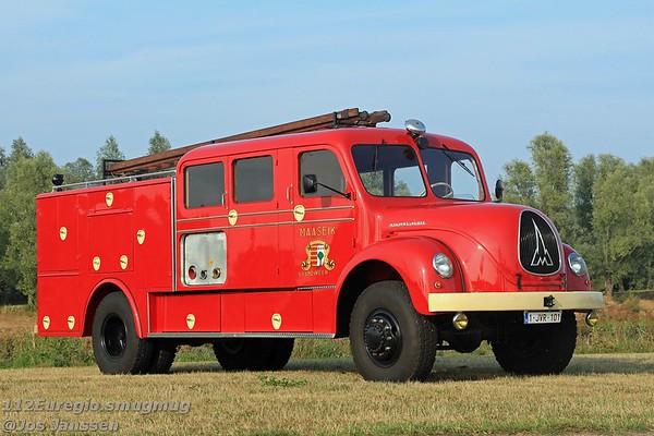 Oldtimer brandweer Maaseik<br /> Roepnaam: Cobra (vroeger) / Max (heden)<br /> Kenteken: 1-JVR-101<br /> Merk: Magirus Deutz A6500 Rundhauber<br /> Opbouwer: Landuyt<br /> Bouwjaar: 1958 / In dienst: 1959 / Uit dienst: 1992 / Oldtimer vanaf 1992<br /> Eerste uitruk: 12-05-1959<br /> Aantal zitplaatsen: 10 + 1<br /> Kleur voertuig: Robijnrood<br /> Watertank: 200 liter, later tank van 2000 liter bijgeplaatst.<br /> Dit voertuig wordt ingezet tijdens evenementen, open deur dagen e.d.<br /> Restauratie: na 5 jaar voltooid 08-2018