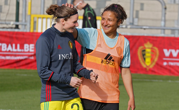 2017-04-08 - Eupen - Interland - Belgium Red Flames - Spain - Sofie van Houtven (Belgium) - Sara Yuceil (Belgium)
