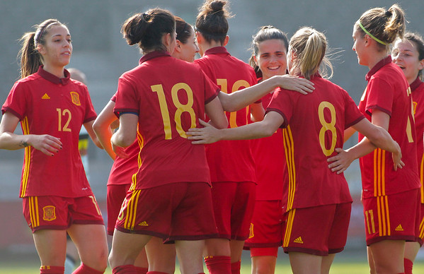 2017-04-08 - Eupen - Interland - Belgium Red Flames - Spain - Paula Nicart (Spain) - Marta Torrejon (Spain) - Barbara Latorre (Spain)