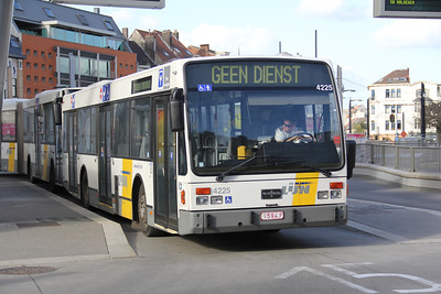 De Lijn 4225 Sint Pieters Station Gent Apr 13