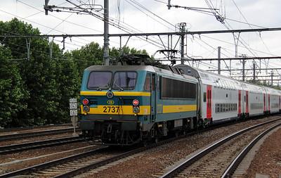2737 (uic 91 88 027 0370-5 B-B) at Antwerp Berchem on 8th July 2011