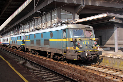 2) 2371 & 2323 at Brussel Midi on 11th July 2011