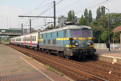 2335 at Antwerp Noorderdokken on 12th July 2011