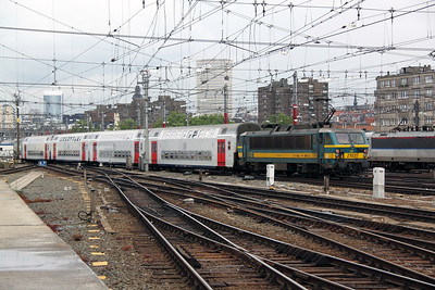 2102 (91 88 0210 020-9 B-B) at Brussel Midi on 11th June 2012