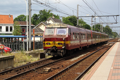 2) 832 at Kapellen on 11th June 2012 working L2764