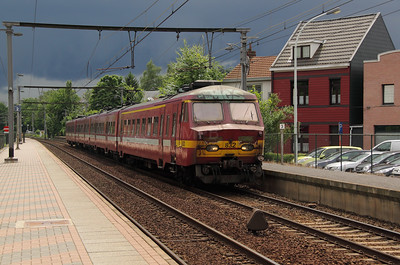 1) 832 at Kapellen on 11th June 2012 working L2764