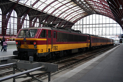 2) 1182 at Antwerp Central on 26th March 2006