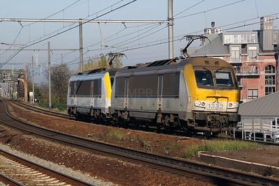 1322 & 1318 at Antwerp Dam on 14th November 2011