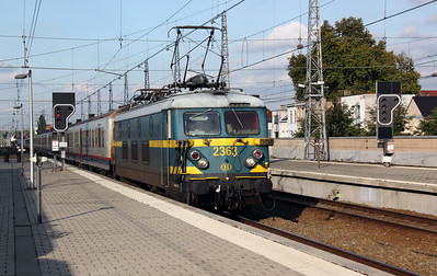 2363 at Brussel Nord on 21st October 2011 working P8511