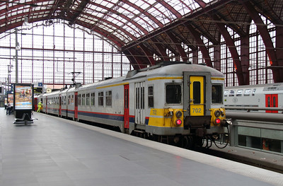 702 (94 88 0667 022-0 B-B) at Antwerpen Central on 2nd October 2014 (3)