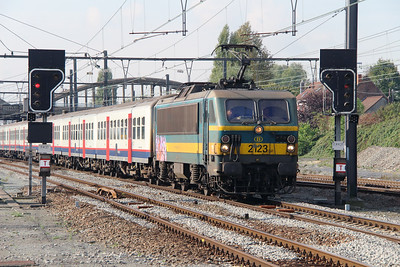 2123 (91 88 0210 230-4 B-B) at Mouscron on 2nd October 2014 (2)