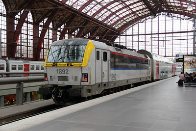 1892 (91 88 0180 920-6 B-B) at Antwerpen Central on 2nd October 2014 (1)