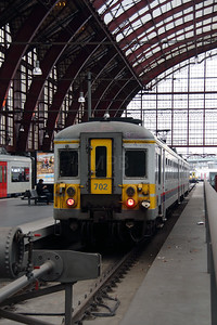 702 (94 88 0667 022-0 B-B) at Antwerpen Central on 2nd October 2014 (1)