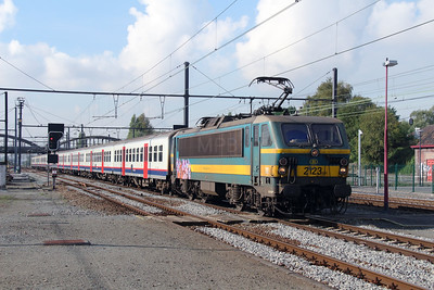 2123 (91 88 0210 230-4 B-B) at Mouscron on 2nd October 2014 (4)