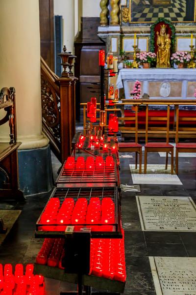 Belgium-Brugge-Beginhofkerk Sint-Elisabeth-prayer candles