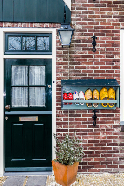 THE NETHERLANDS-VOLENDAM-STREET SCENE