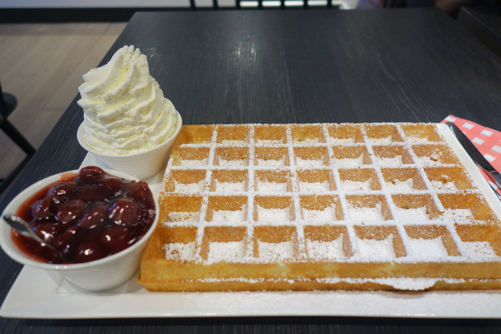 lizzies waffle bruges