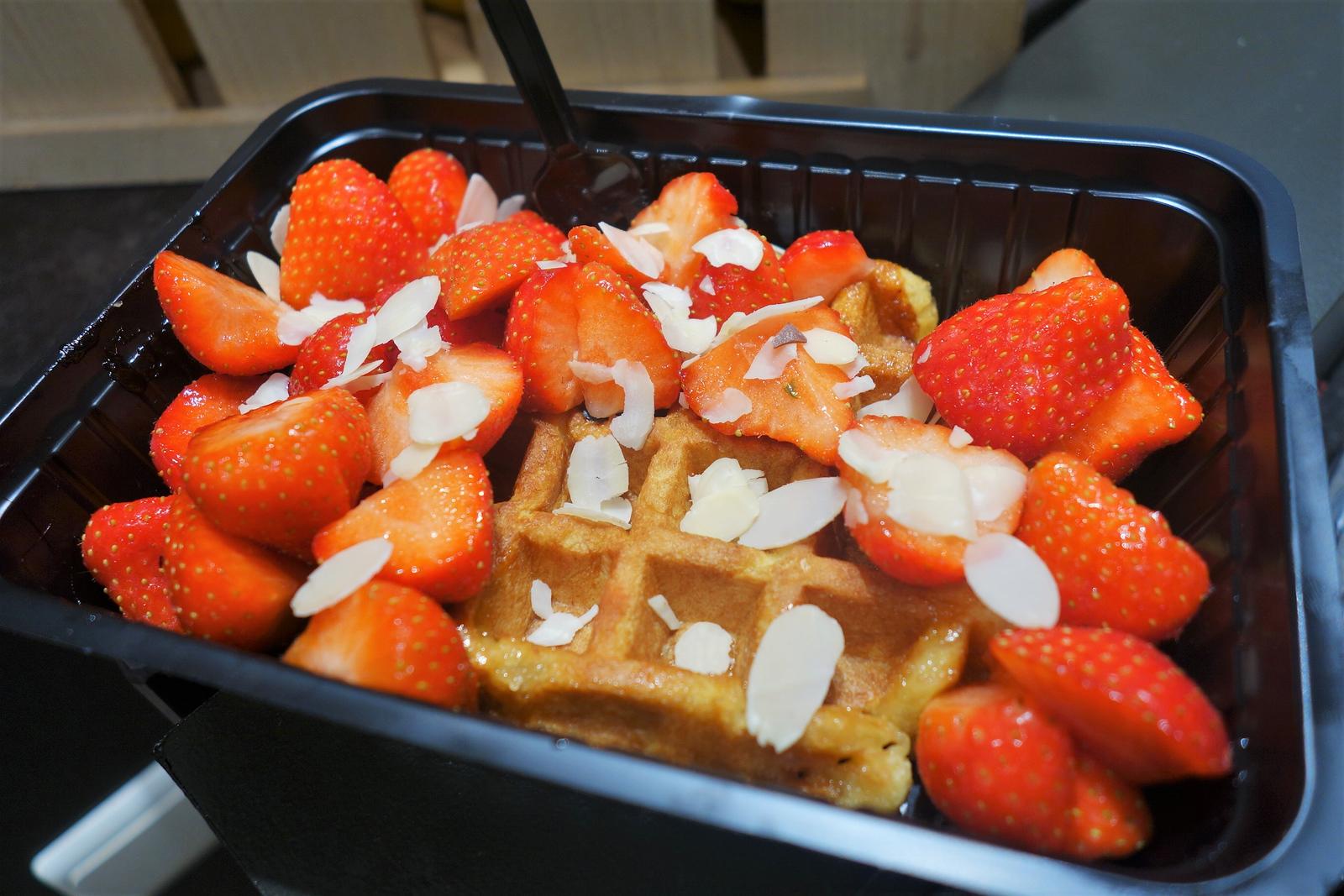 strawberry waffle bruges