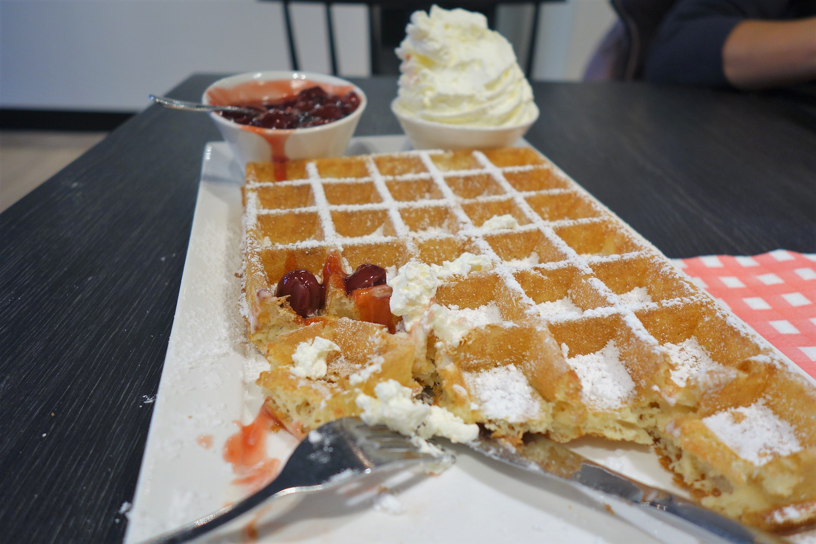 lizzies waffles bruges
