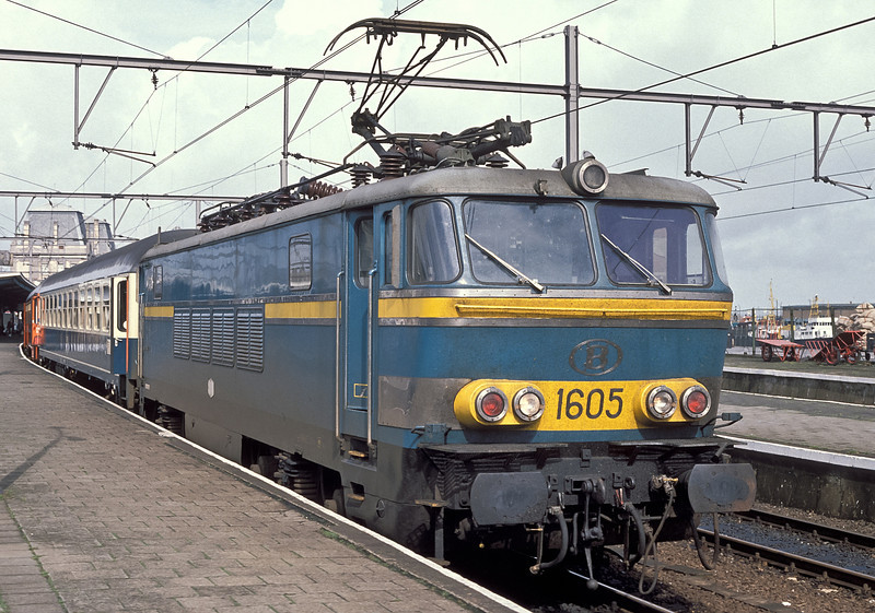 SNCB 1605 stands at the head of a train of German coaches at Oostende on 19 September 1989