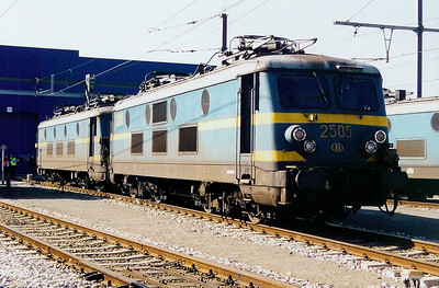 2505 at Antwerp Nord Depot on 6th April 2002