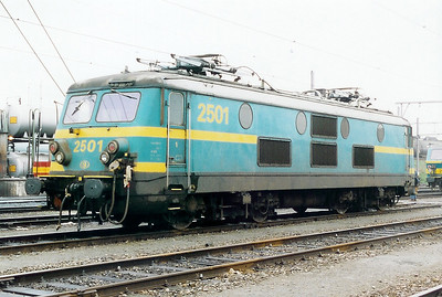 2501 at Antwerp Dam Depot on 18th February 2000