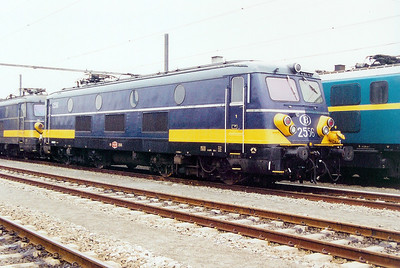 2556 at Antwerp Nord Depot on 24th May 2003