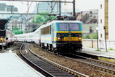 2705 at Brussel Schuman on 18th September 2000