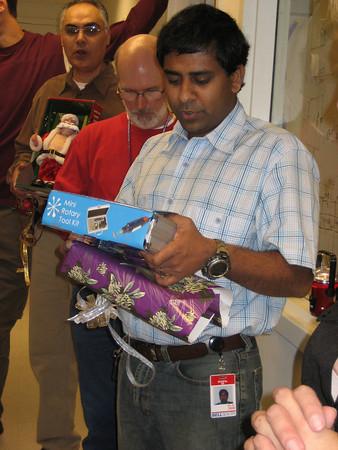 Bhupal opens up the mini-dremel tool ...