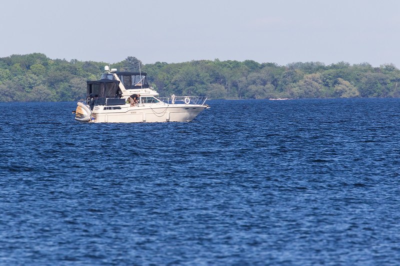 Cabin cruiser on the Bay of Quinte